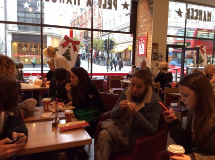 The 'de briefing in Pret after the visit